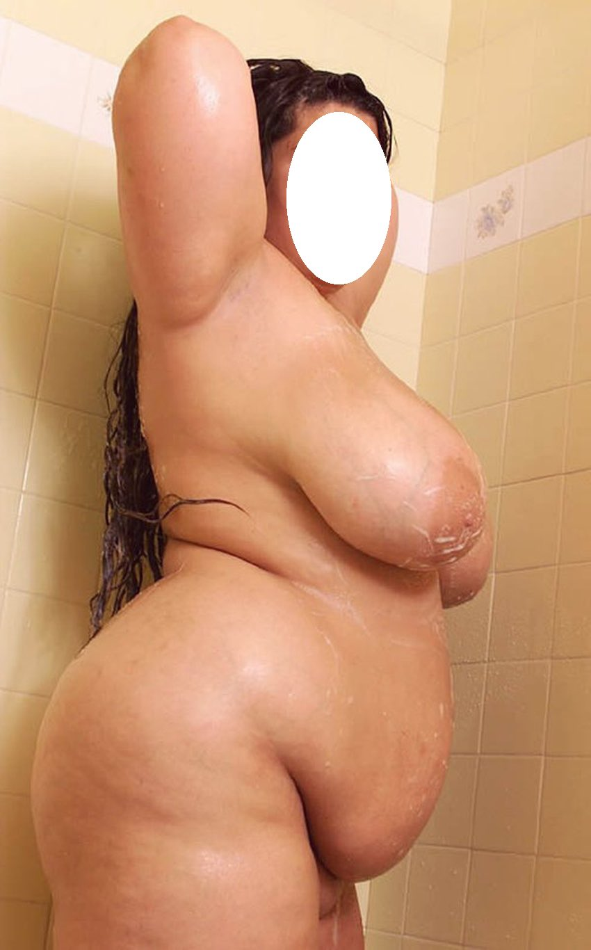 Le gros ventre d'une grosse coquine