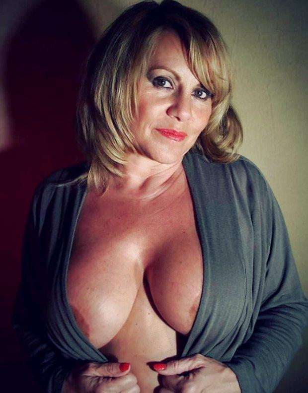 Belle cougar ronde pour un plan sexe