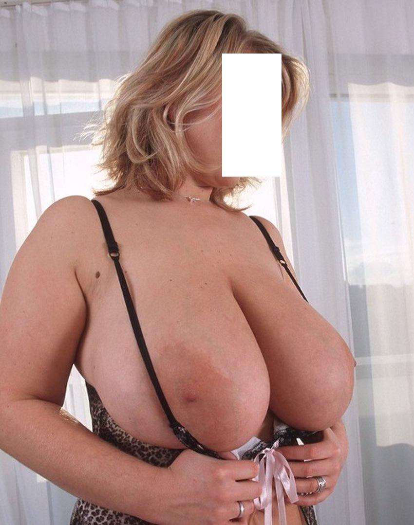 Les gros seins d'une actrice porno