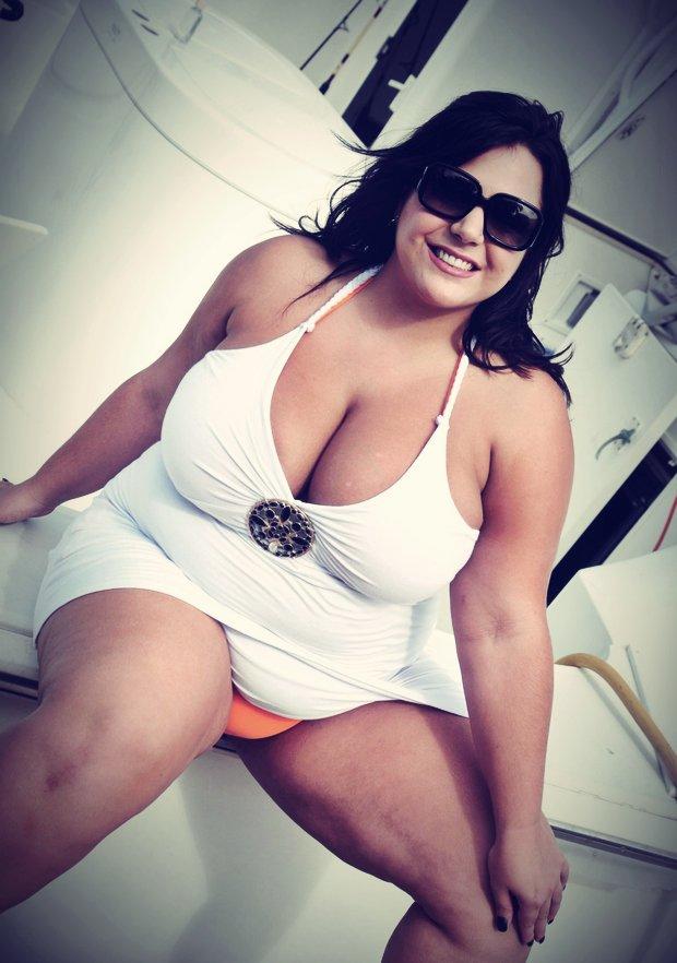 Amour et sexe dans les gros seins de Martine