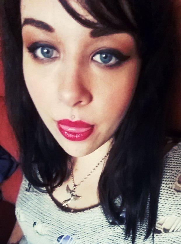 Jeune et jolie fille ronde