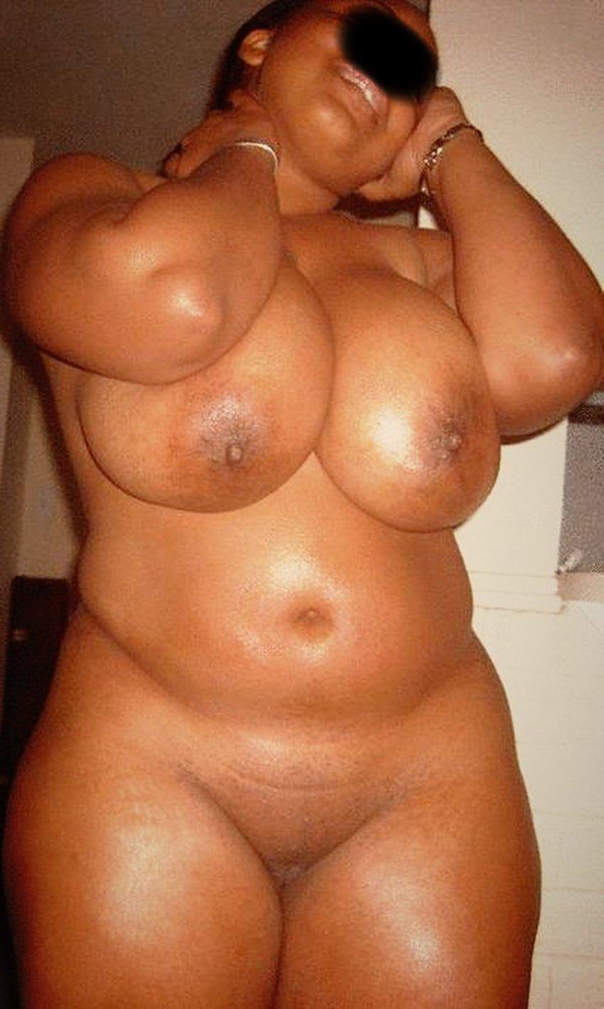 Belle black ronde et sexy